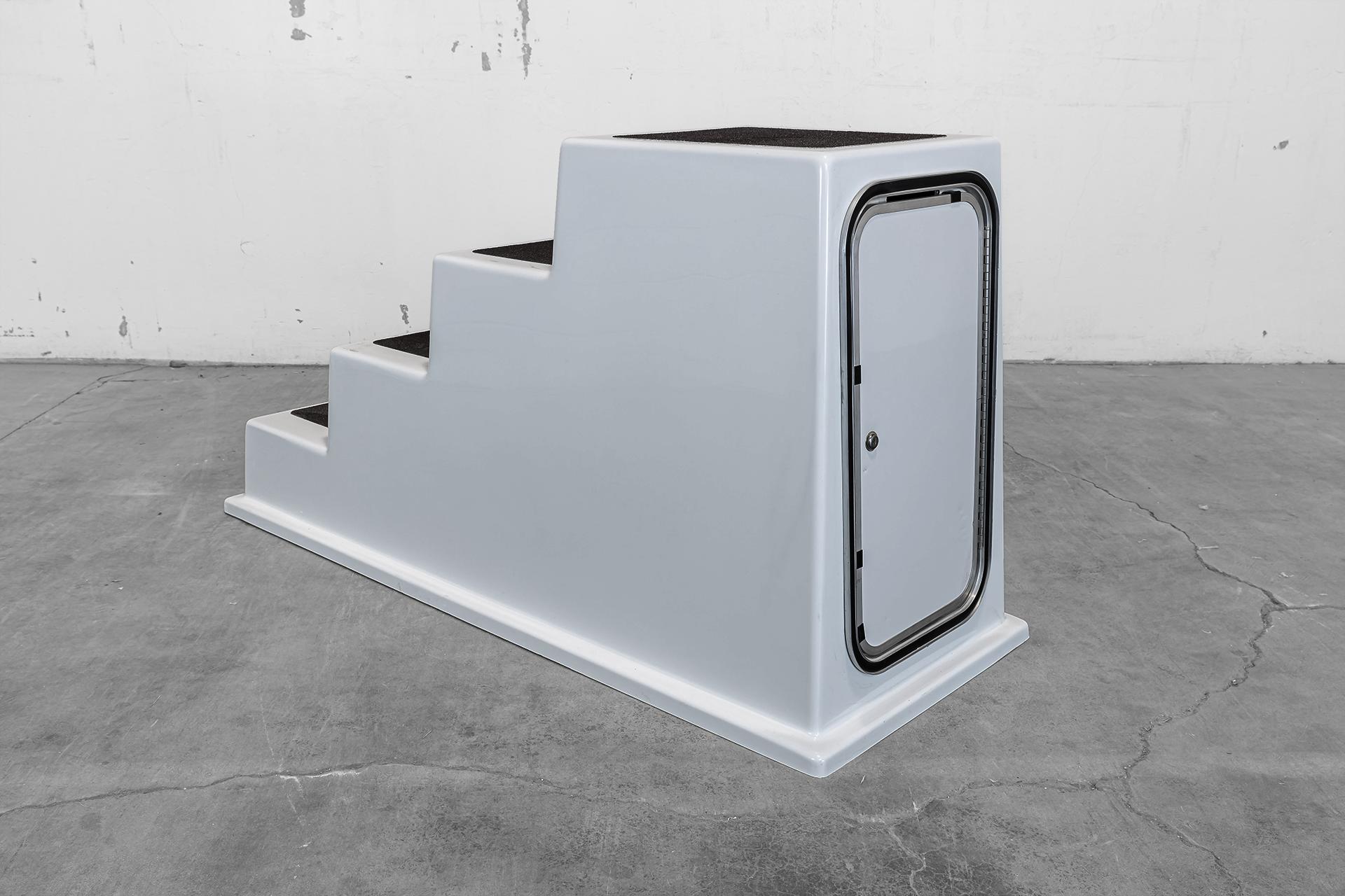 Model 400SD - 4-Step locking access door